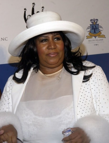 "SOUTHAMPTON, NY - JULY 4:  Singer Aretha Franklin arrives to the ""P Diddy"" Combs Annual White Party on July 4, 2004 at the Playstation 2 Estate, in Southampton, New York. (Photo by Brad Barket/Getty Images)"