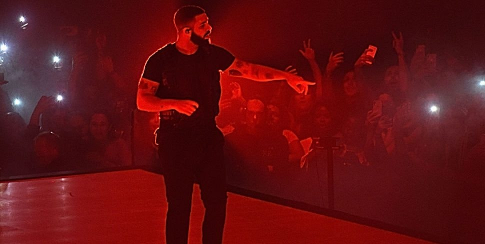 NEW YORK, NY - AUGUST 25:  Drake performs onstage at Madison Square Garden on August 25, 2018 in New York City.  (Photo by Jamie McCarthy/Getty Images)